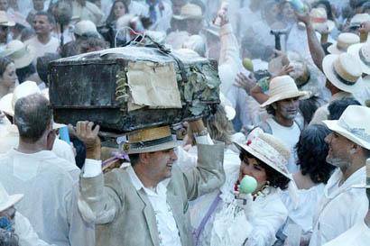 """Los Indianos """"con humor, sabor cubano, diversión y respeto a las tradiciones"""""""