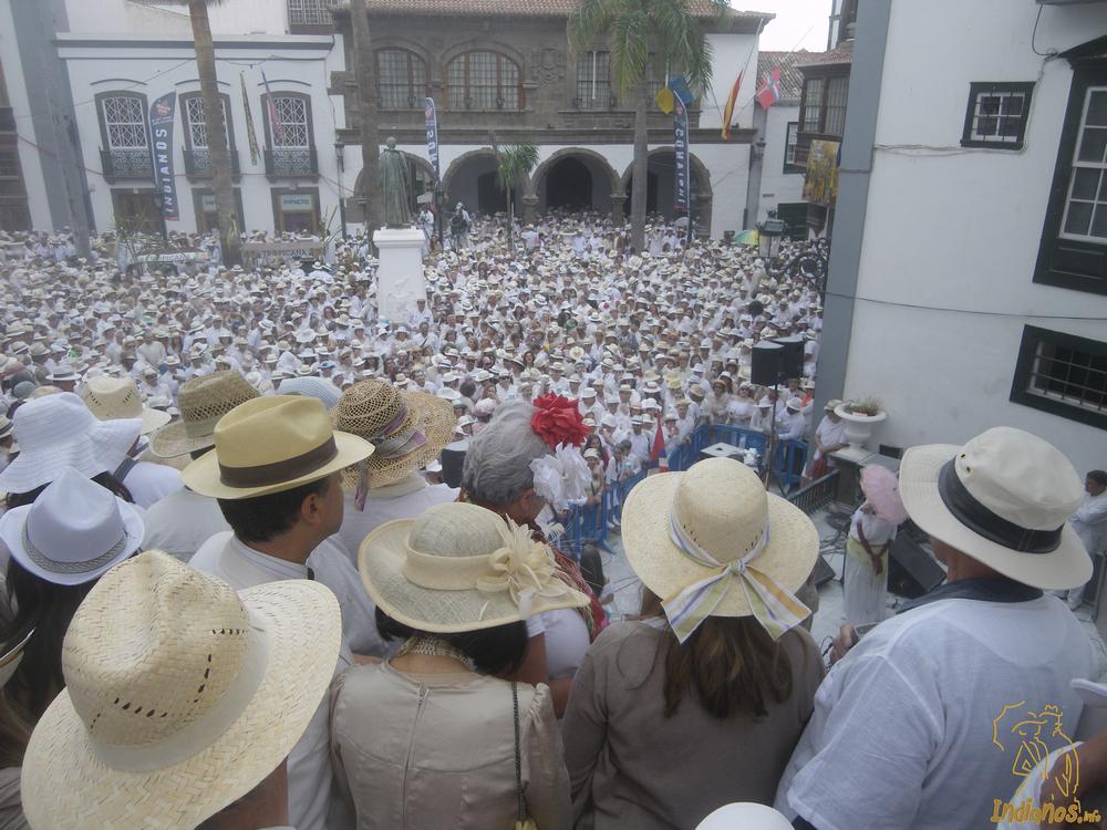 Indianos esperando a La Negra Tomasa en la Plaza de España de Santa Cruz de La Palma