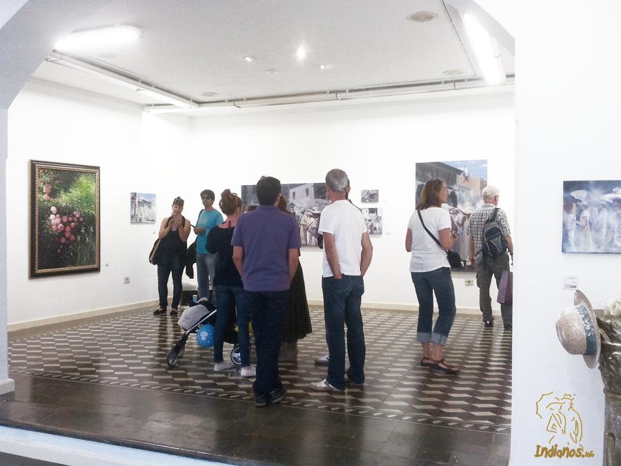 Gran afluencia de visitantes en la nueva exposición de Los Indianos de Luis Morera.