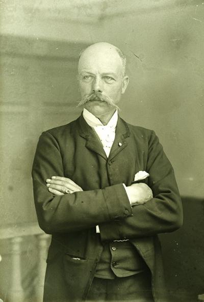 J. B. Fierro, miembro de La Poteca y pintor de la acuarela Regreso de los Indianos
