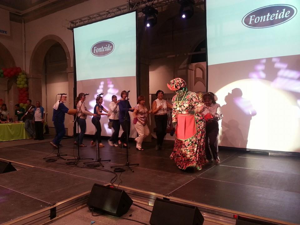 La Negra Tomasa conquista el corazón de los chicharreros.  Fotos vía Facebook Concejalia de Fiestas de Santa Cruz de de La Palma.