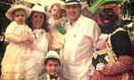 Familia indiana y su guacamaya. Foto móvil. Elena Glez Negrín