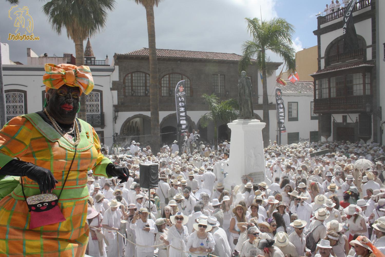 Apoteósicos Indianos 2014. Alrededor de 70.000 personas tiñeron de blanco Santa Cruz de La Palma