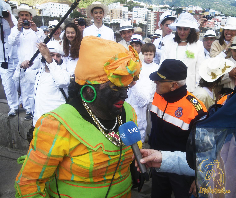 La Negra Tomasa fue recibida por una multitud de admiradores en el puerto de Santa Cruz de La Palma