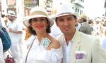 Con pesos cubanos para los indianos, foto móvil, Inés García